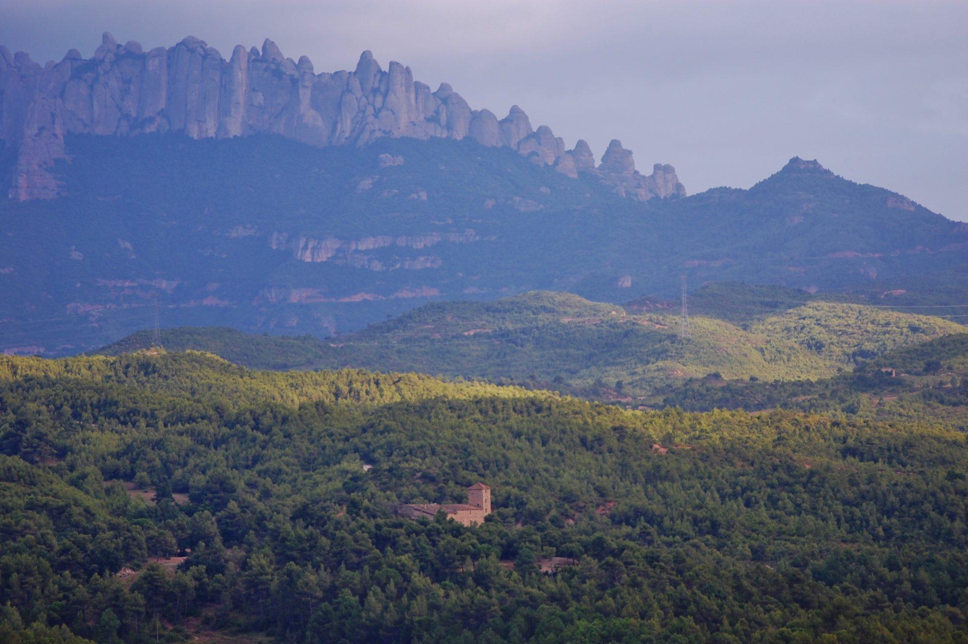 Route C-15 door de natuurgebieden achter Barcelona