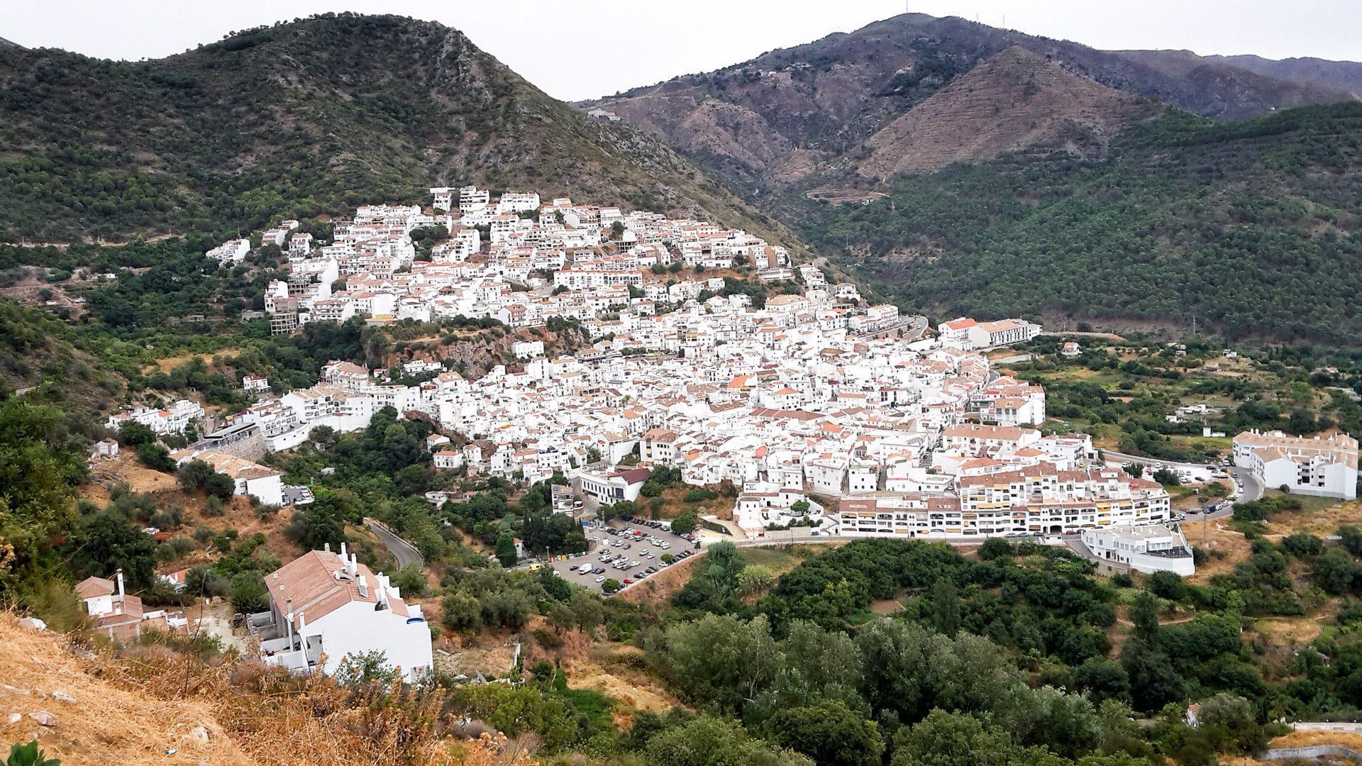 Langs 5 pueblos blancos in Sierra de las Nieves