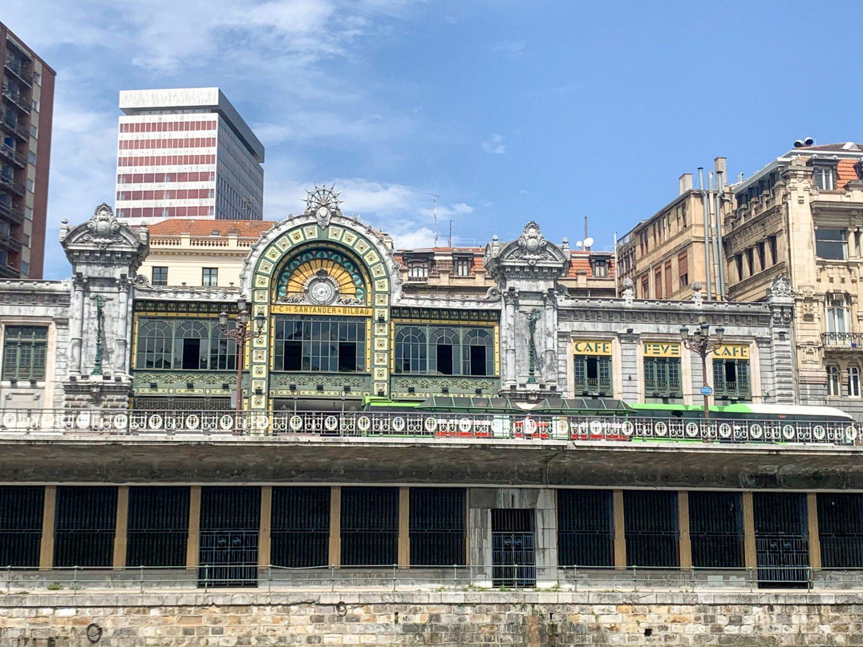 Ken je het verhaal van het indrukwekkende station Bibao-Abando?